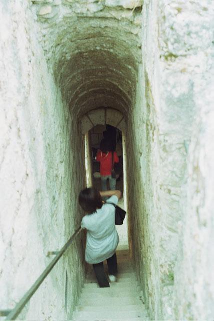 城塞の階段(筆者・撮影)